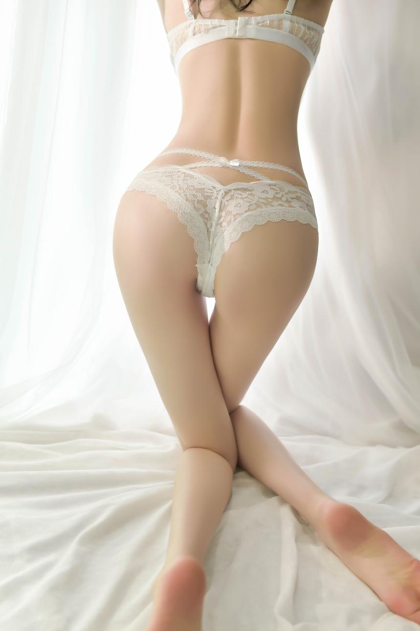 뒷모습이 섹시한 리본 레이스 팬티
